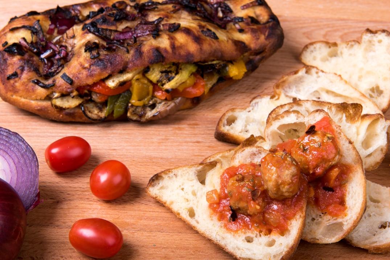 picnic meatballs grilled veg onions bread otiveil